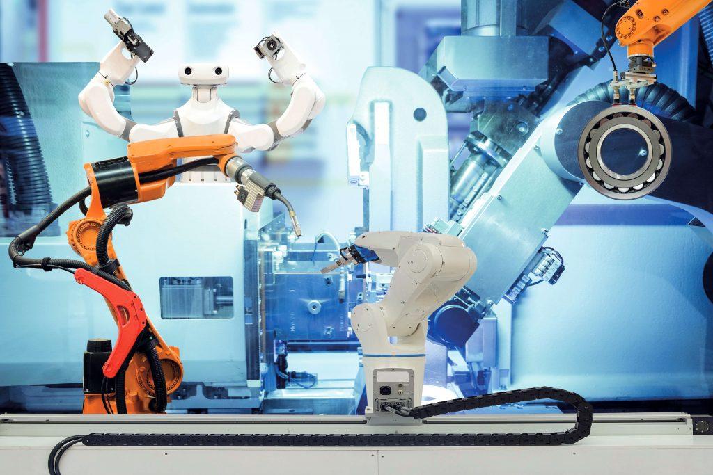 Unterschiedliche Robotertypen in Fabrik