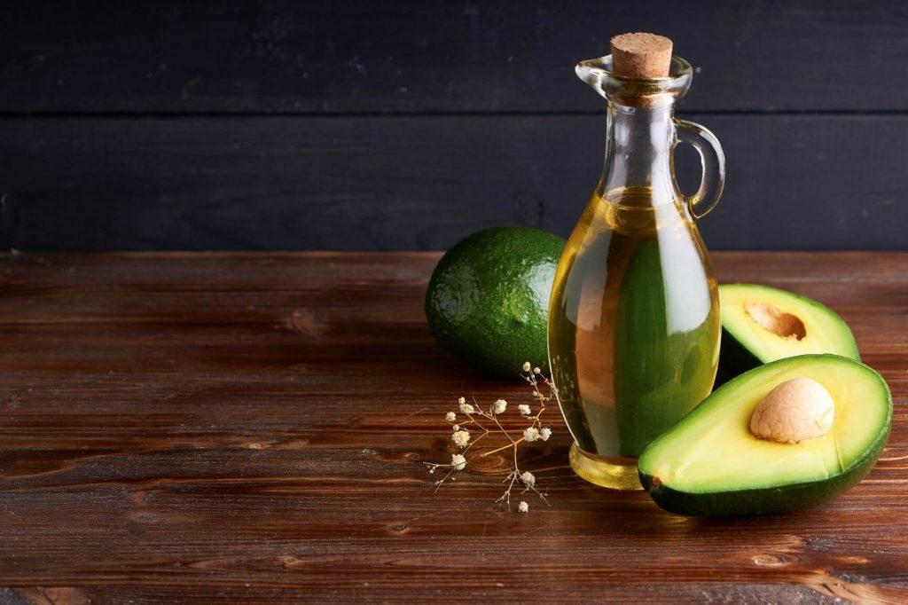 Neben Kohlenhydraten und Eiweißen sind Öle und Fette ein unverzichtbarer Bestandteil der ausgewogenen Ernährung.